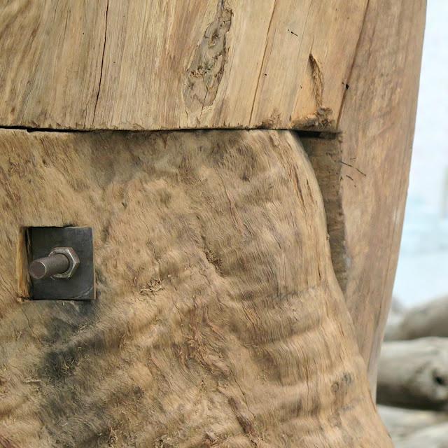 מחברי ברזל בגזע עץ בעבודתו של איי ווייוויי