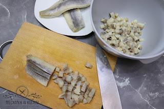 Sałatka śledziowa z pieczarkami sałatka na święta śledź pieczarki marchew koncentrat pomidorowy przepis Mechanik w kuchni zalewa ocet winny z wina białego ocet winny jabłkowy śledzie z pieczarkami sałatka ze smażonymi pieczarkami i porem Przepisy na święta Boże Narodzenie Herring salad with mushrooms salad for the holidays Herring mushrooms carrot tomato concentrate recipe Mechanic in the kitchen floods wine vinegar from white wine apple vinegar herring with mushrooms salad with fried mushrooms and leek Recipes for the holidays Christmas Heringssalat mit Pilzen Salat für die Feiertage Hering Pilze Möhren Tomatenkonzentrat Rezept Mechaniker in der Küche Überschwemmungen Weinessig aus Weißwein Apfelessig Hering mit Pilzen Salat mit gebratenen Champignons und Lauch Rezepte für die Feiertage Weihnachten Салат из сельди с грибами салат на праздники сельдь грибы морковь томатный концентрат рецепт Механик на кухне наводнения винный уксус из белого вина яблочный уксус сельдь с грибами салат с жареными грибами и луком-пореем Рецепты к праздникам рождество