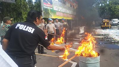 Kepolisian Jombang Musnahkan Ribuan Liter Miras dan Narkoba