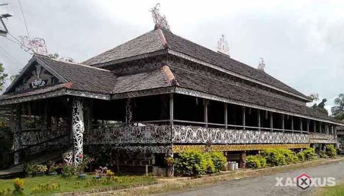 Gambar rumah adat Indonesia - Rumah adat Kalimantan Timur atau Rumah Lamin