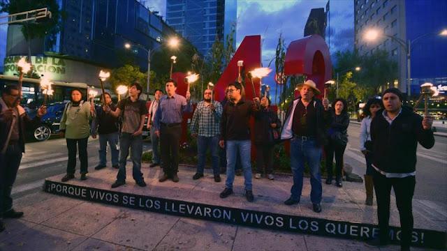Mexicanos denuncian asesinato de dos estudiantes de Ayotzinapa