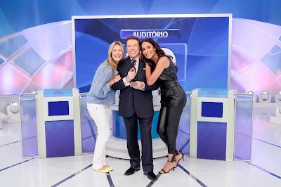 Silvio Santos no Jogo das 3 Pistas com Luana Piovani e Carol Marra - Crédito: Lourival Ribeiro/SBT