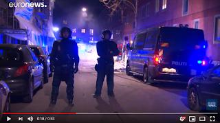 توقيف 23 شخصا عقب إلقاء نسخ من القرآن الكريم في تظاهرة لليمين المتطرف في كوبنهاغن…