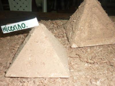Trabajo escolar maqueta pirámide escolar
