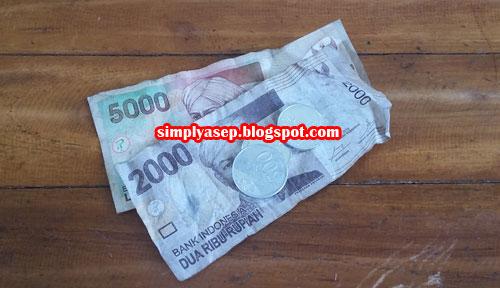 """RECEHAN : Walaupun bentuknya uang kertas namun layak disebut """"recehan"""" dan jika ditemukan di tanggal tua itu sudah bersyukru sekali.  Foto Asep Haryono"""