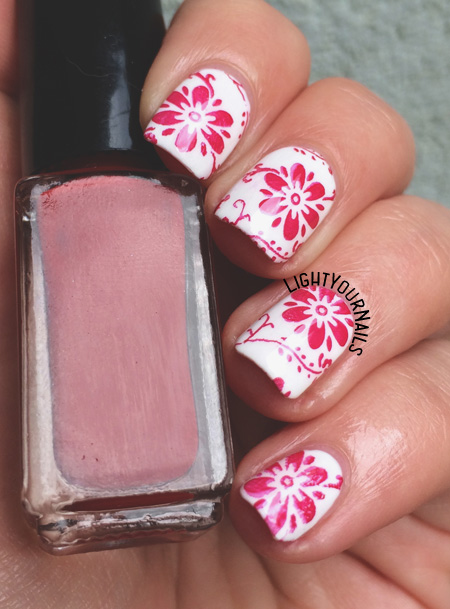 Red flowers stamping nail art