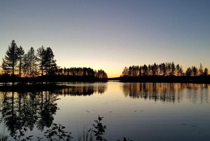 mökkiranta Timovaarassa yöllä