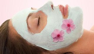 Masque visage anti-age à l'argile blanche fait maison