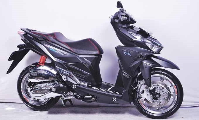 Hasil Modifikasi Honda Vario 150 eSP Simple Ala Black Metalik Juara Kontes Modifikasi