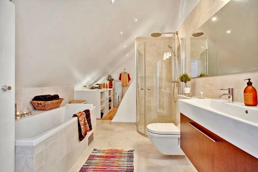 Dwupoziomowy, przestronny apartament w bieli, wystrój wnętrz, wnętrza, urządzanie domu, dekoracje wnętrz, aranżacja wnętrz, inspiracje wnętrz,interior design , dom i wnętrze, aranżacja mieszkania, modne wnętrza, białe wnętrza, wnętrza w bieli, biała łazienka