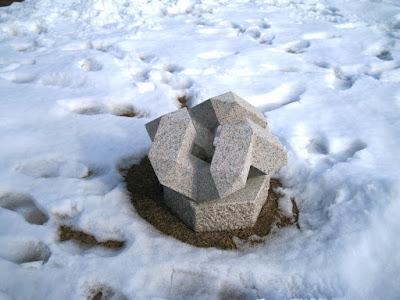 大理石と万成石の久保極の彫刻