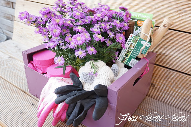 gardening-basket-garden-gloves-feature-jemma
