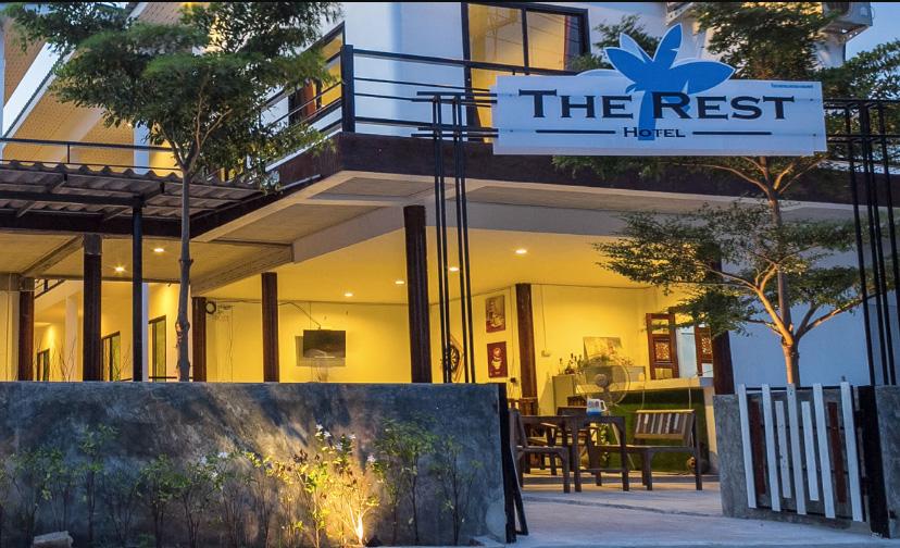 โรงแรมเดอะ เรสท์ (The Rest Hotel) เกาะล้าน