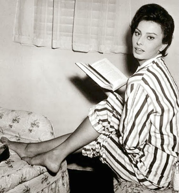A Vintage Nerd Vintage Blog Celebrity Readers Old Hollywood Stars Classic Film Blog Sophia Loren
