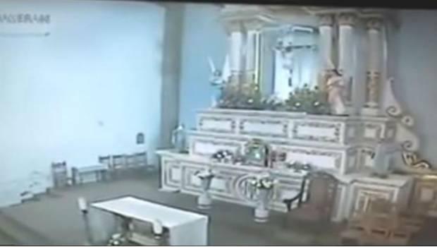 VIDEO: Cámaras captan momento de colapso de iglesia en Morelos por sismo