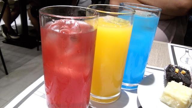 Unlimited drinks are included! Nestea Strawberry red iced tea, orange juice amd lemonade.
