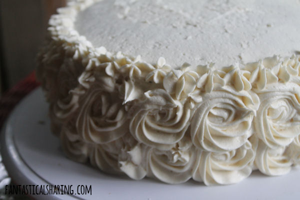 Classic Vanilla Butter Cake // This lovely cake is a classic but a not-to-be missed dessert with fluffy buttercream frosting to top it all! #recipe #cake #vanilla #frosting #dessert