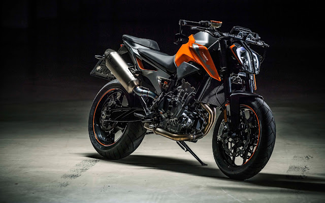 New 2019 KTM 790 Duke Naked version