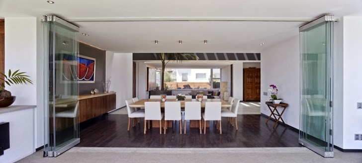 Dining room in Contemporary Casa Río Hondo in Mexico City