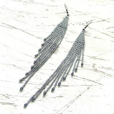 Длинные сверкающие серьги из бисера