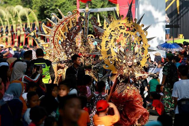 Bertemu Budaya Lokal, Banyuwangi Ethno Carnival Dibanjiri Ribuan Penonton