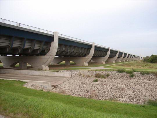 magdeburg water bridge2%255B3%255D Magdeburg Water Bridge, Kemegahan Sungai di Atas Sungai
