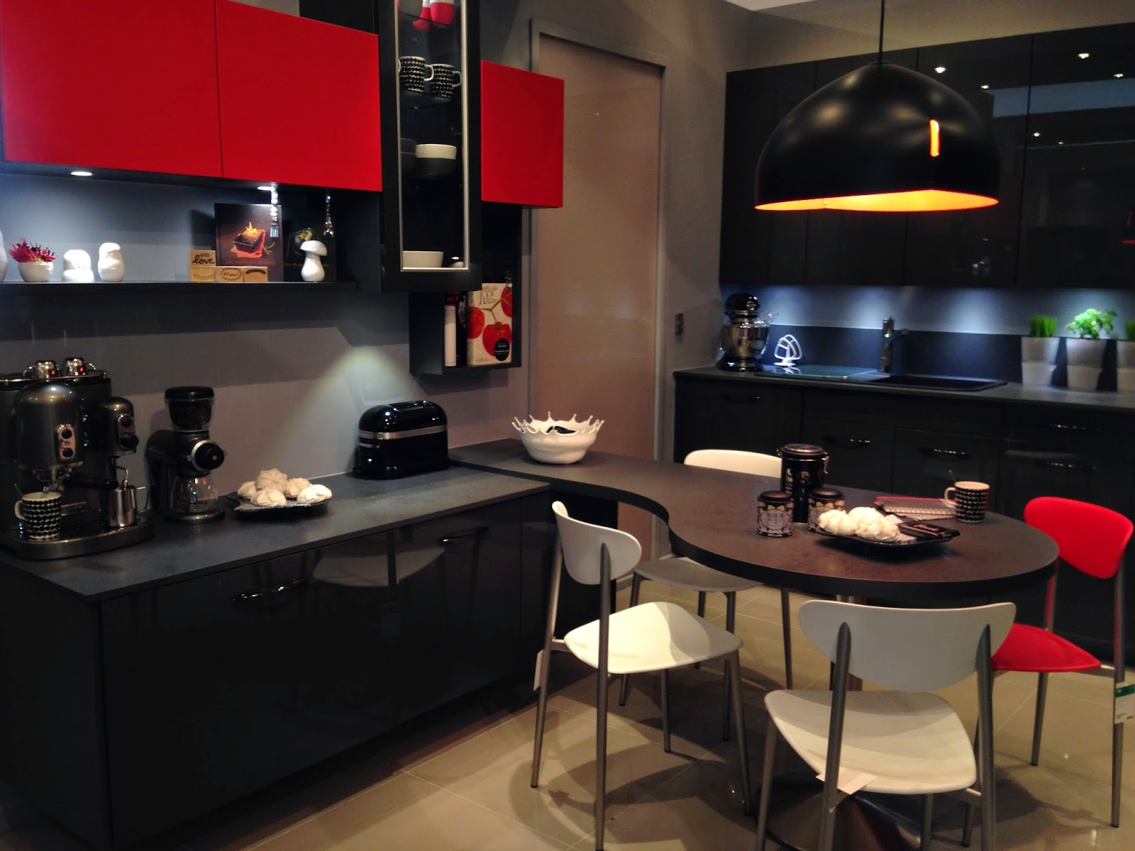 votre cuisine mobalpa par virginie nouveau showroom mobalpa. Black Bedroom Furniture Sets. Home Design Ideas