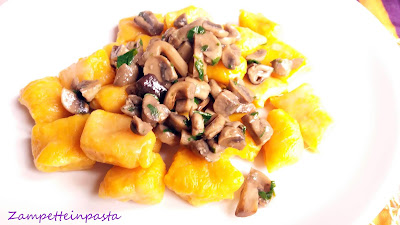 Gnocchi di zucca con i funghi - Gnocchi di zucca senza uova