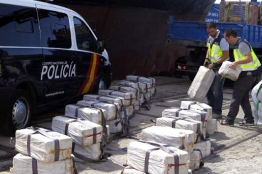 Albanian-Italian drug band destroyed, 26 arrest warrants by Naples Prosecution