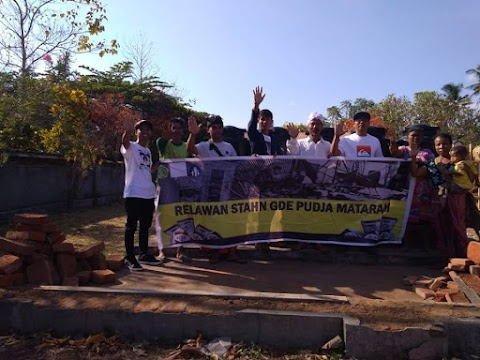 Penyerahan bantuan di Dusun Gumantar, Banjar Penyiwian, Kec. Kayangan, KLU.