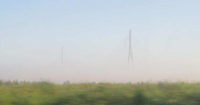 Pont de Normandie im Morgennebel