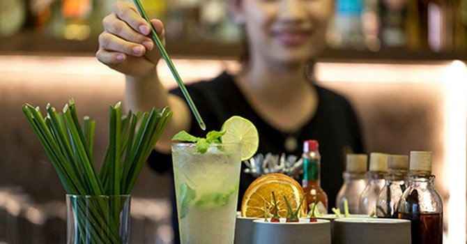 Vietnamese Company Uses Grass To Make Straws To Reduce The Use Of Plastic
