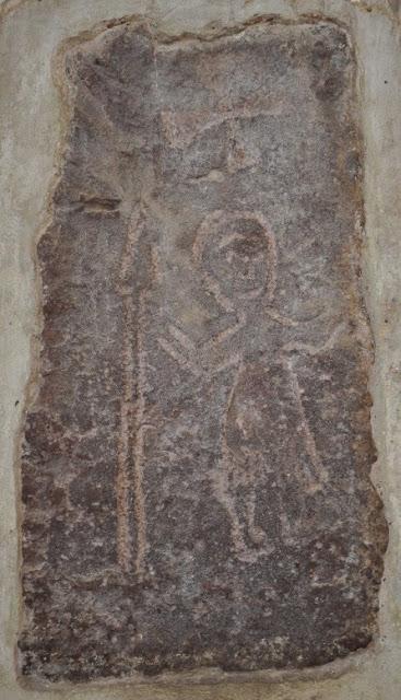 Wmurowany w świątynie kamień przedstawiający słowiańskiego boga Jarowita w Wołogoszczy
