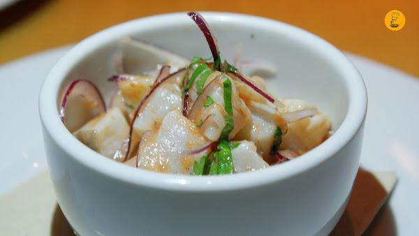 Ceviche de corvina y langostino con ají, cilantro y alga wakame en L´Artisan Furansu Kitchen Madrid