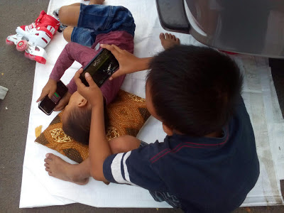 Kids Zaman Now - Lengket Dengan Gadget