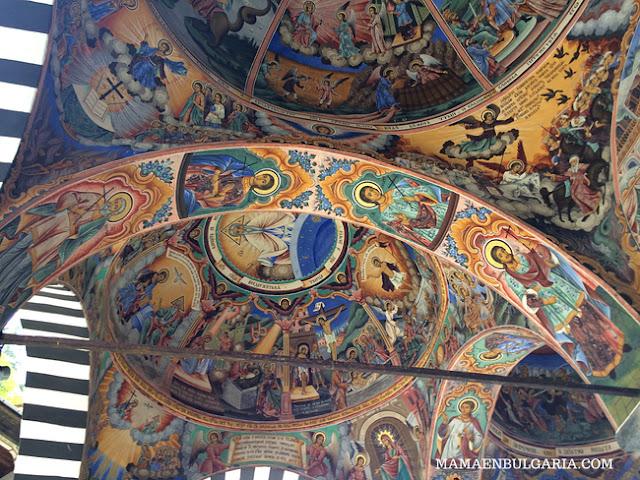 frescos monasterio Rila Bulgaria