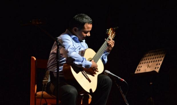 """Concierto: """"La Guitarra No Temperada"""" con Rolando Carrasco Segovia"""