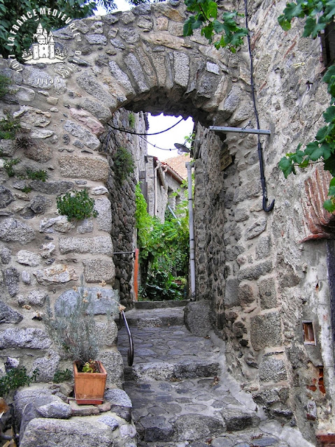 EUS (66) - Village médiéval