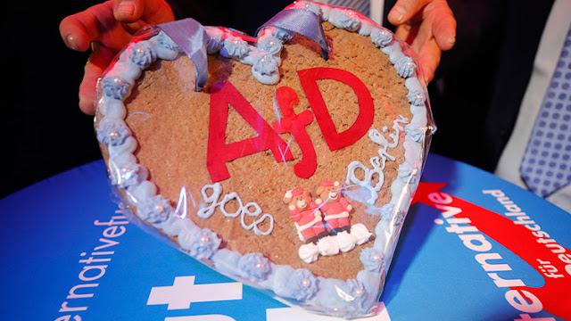 """¿Vuelven """"los nazis"""" en el Bundestag? La AfD desembarca en el Parlamento alemán, dominado por Merkel"""