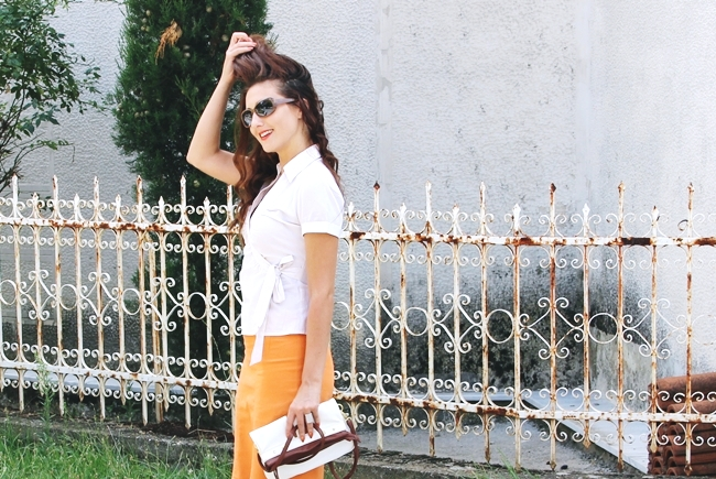 White summer looks.Beli letnji outfit.Claire's orange skirt.H&M white striped blouse.Light brown sunglasses.White purse.