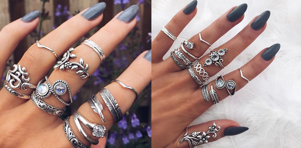 Anéis em vários dedos