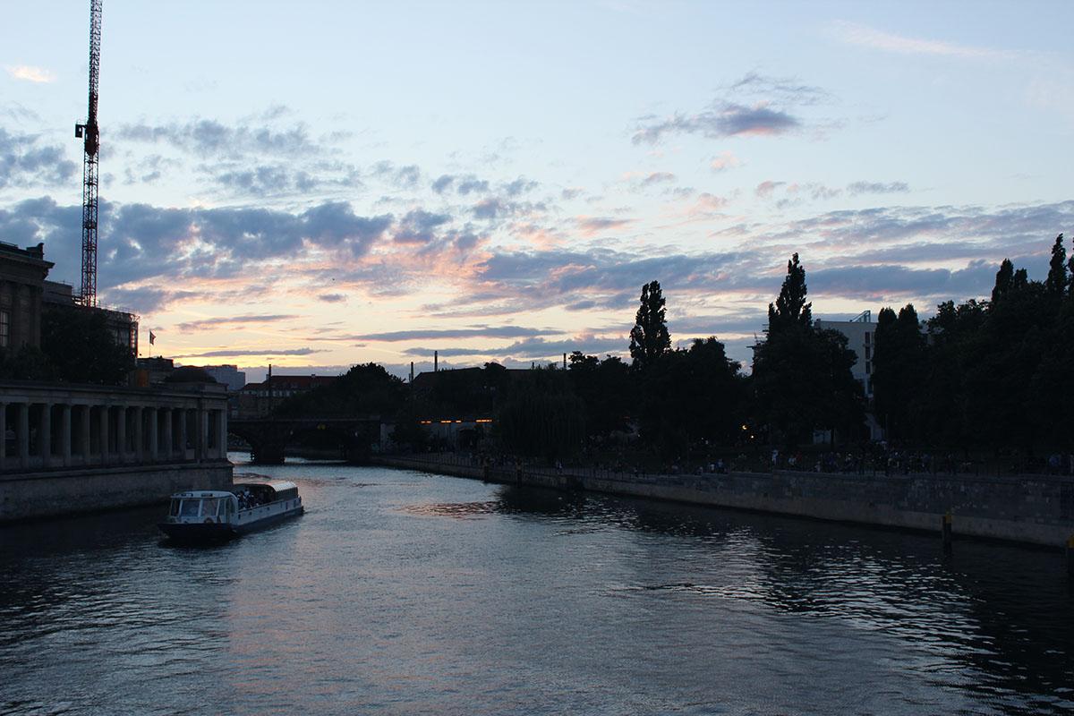 Berlin Spree bei Sonnenuntergang