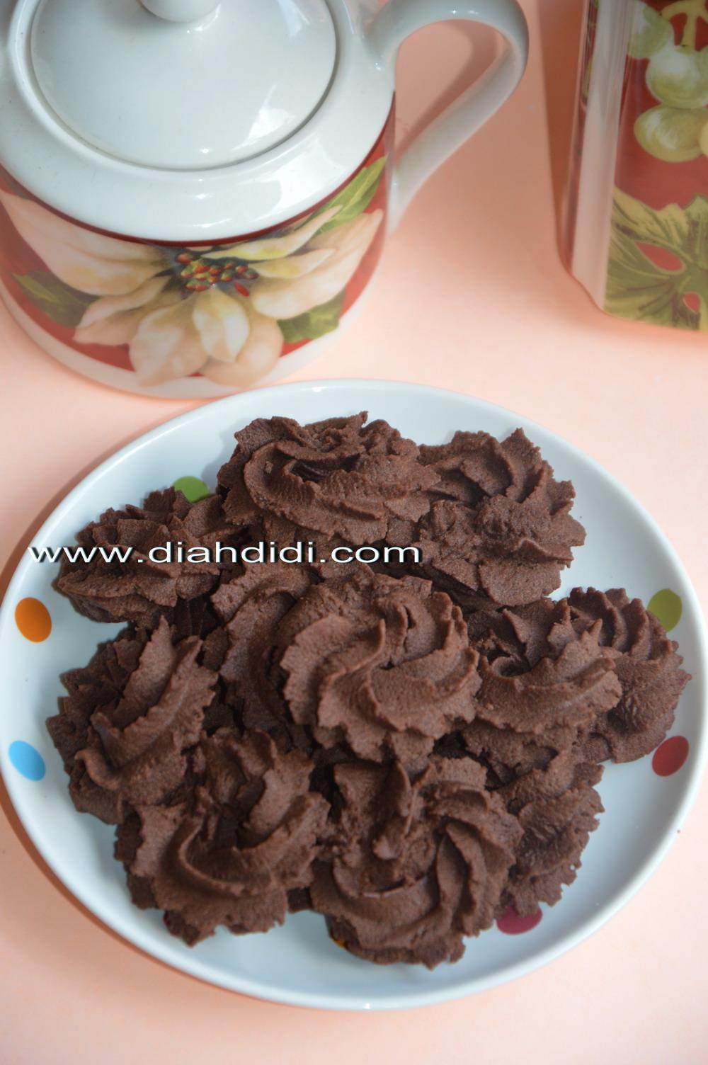 Diah Didis Kitchen Semprit Coklat Putih Telur