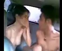 Video Bokep 3GP ABG SMU Asik Ngentot Memek Pacarnya Di Mobil