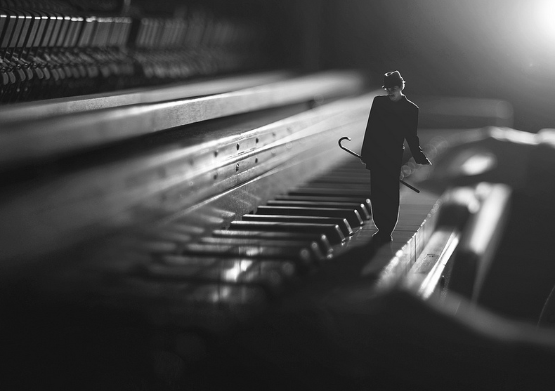 10-Jazzcat-Zev-Hoover-zevhoo Surreal-Miniatures-Photo-Manipulations-www-designstack-co