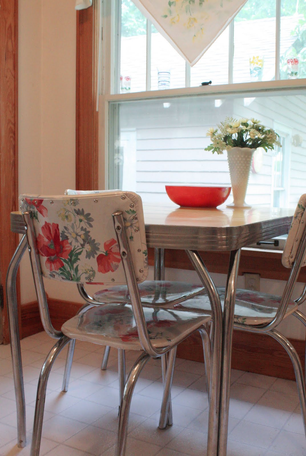 using vintage tablecloths part 2 retro kitchen chairs