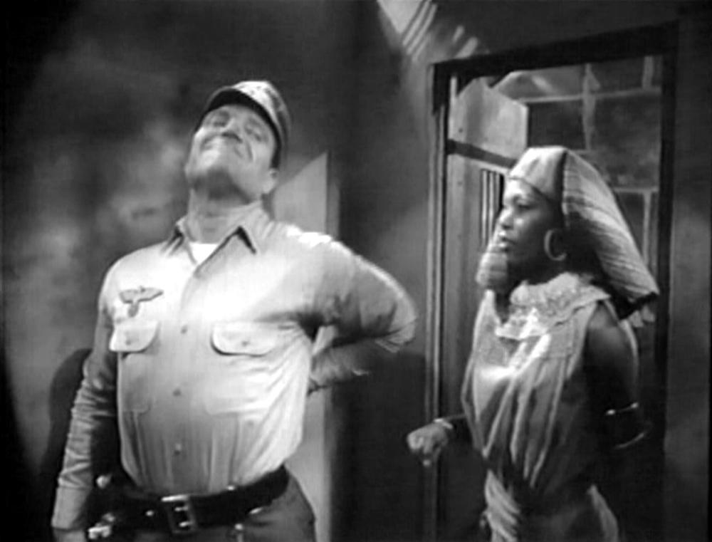 la schiava nubiana accoltela la guardia nazista