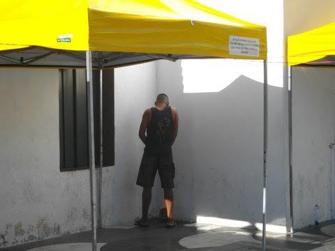 Urinar na rua, um problema sem solução