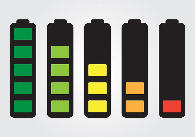 cara isi ulang baterai smartphone yang benar