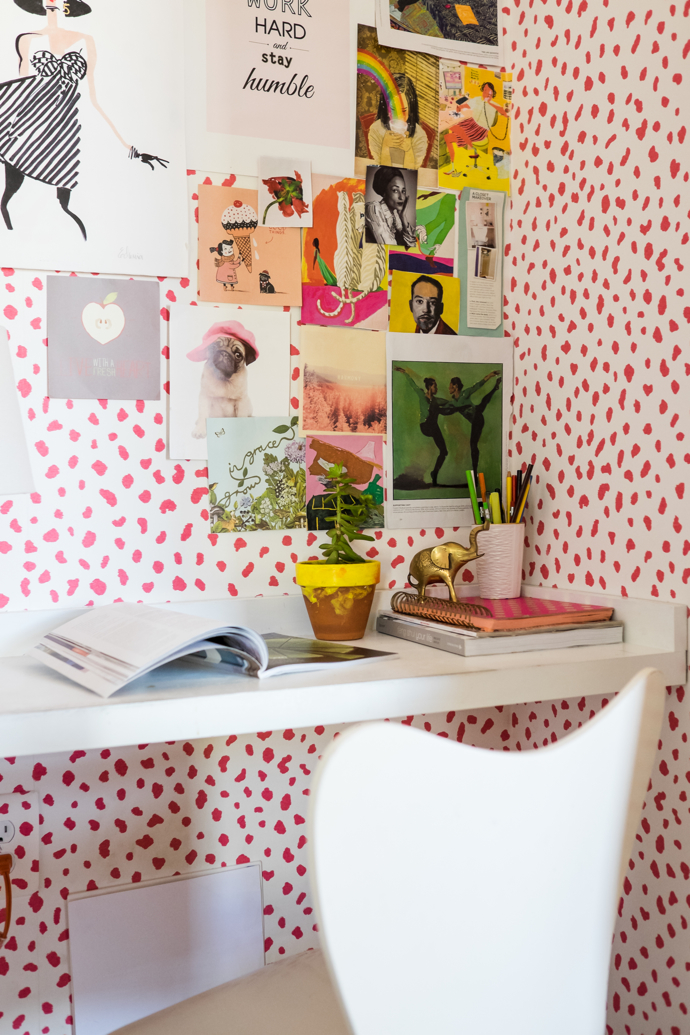 Closet transformed into an office-designaddictmom
